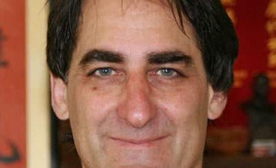 Tom Bisio: un enseignant unique & authentique