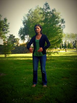 Maëlla Caro dans la posture de l'arbre (Zhan Zhuang)